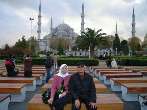 Obituari: Gus Mus dan Cintanya Kepada Bu Nyai Fatma