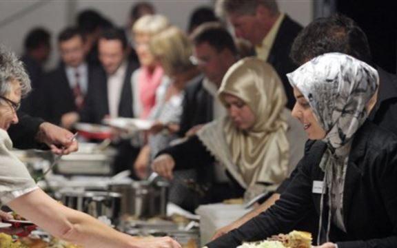 Hukum Buka Puasa Bersama di Rumah Ibadah Non-Muslim