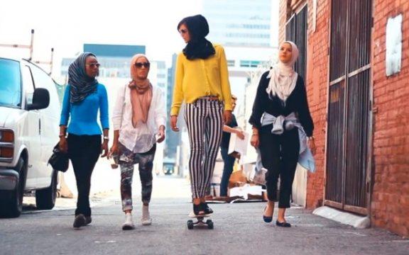 Islam Tidak Lantas Benci Perempuan Berpakaian Mini dan Memasukkannya ke Neraka