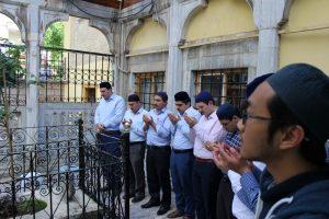 Hukum Ziarah Kubur dan Silaturahmi Setelah Shalat Idul Fitri