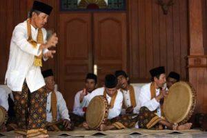 Islam Festival dan Islam Clingus