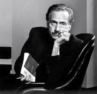 Tulisan Gus Dur: Islam dan McLuhan Di Surabaya
