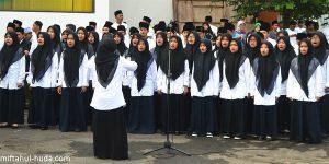 Nenek Ini Menyanyi Lagu Indonesia Raya Versi Arab