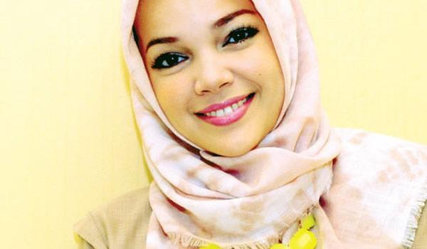 Dewi Sandra Berharap Bisa Khatam al-Quran di Bulan Ramadhan