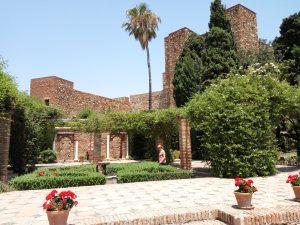 Alcazaba: Benteng Pertahanan Muslim di Malaga