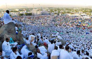 Ketika Mabit di Mina, Bolehkah Menjamak-Qasar Shalat?