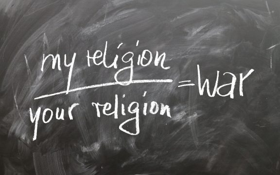 Benarkah Agama Anti Kemanusiaan?