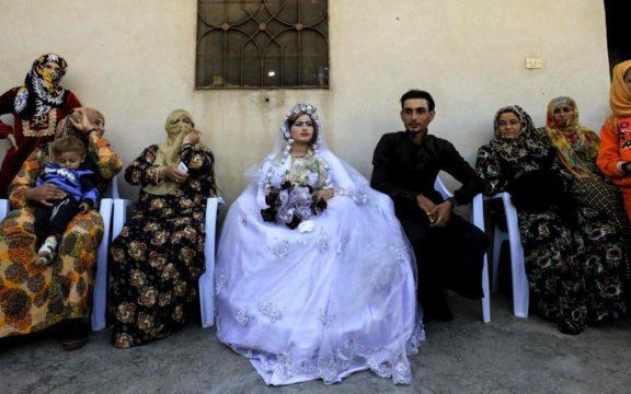 Alangkah Bahagianya Pasangan di Raqqa yang Menikah Selepas ISIS Jatuh