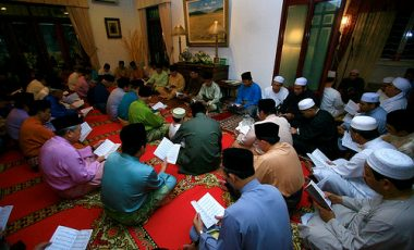 Hukum Baca Yasin Tiga Kali di Malam Nisfu Syaban