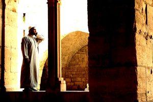 Muadzin Melamun Saat Mengumandangkan Adzan, Bagaimana Hukumnya?