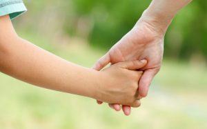 Memiliki Orangtua Non-Muslim, Masihkah Wajib Berbakti?