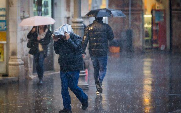 Musim Hujan Banyak Petir? Baca Doa ini