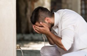 10 Syarat Sah Wudhu yang Harus Dipenuhi