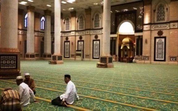 Bolehkah Ngobrol dan Bercanda Dalam Masjid?