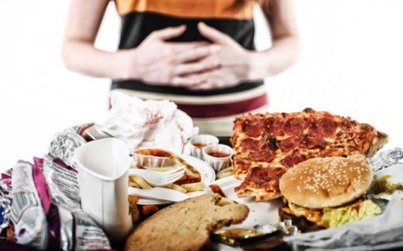 Rasulullah Melarang Makan Terlalu Kenyang. Ada 6 Penyakit yang Mengintai Kamu Loh