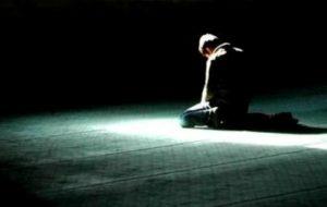 Lebih Baik Shalat Tarawih di Masjid atau di Rumah?