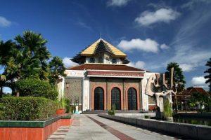 Masjid Kampus dan Konservatisme Generasi Muda Islam
