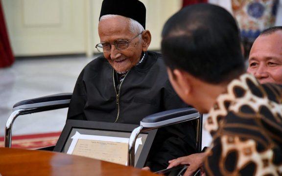 Nyak Sandang, 91 Tahun Mencintai Indonesia dan Kisah Pesawat Pertama RI