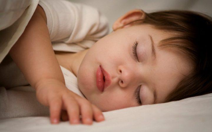 Jangan Hanya Bacakan Dongeng, Ajari Anak Lakukan Ini Sebelum Tidur