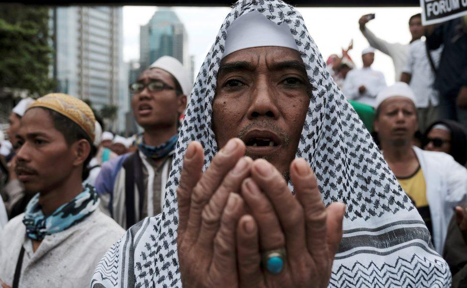 Jika Umat Islam Terpinggirkan, Lalu Siapa yang Meminggirkan?