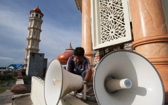 Hukum Mengganggu Orang Lain dengan Pengeras Suara Masjid