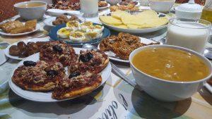 Menyuguhkan Makanan Saat Hari Raya Idul Fitri