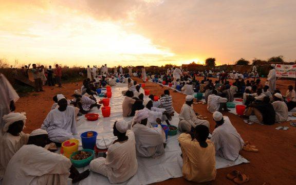 Tradisi Ramadhan di Sudan: Tukang Begal yang Mengajak Kita Berbuka Puasa
