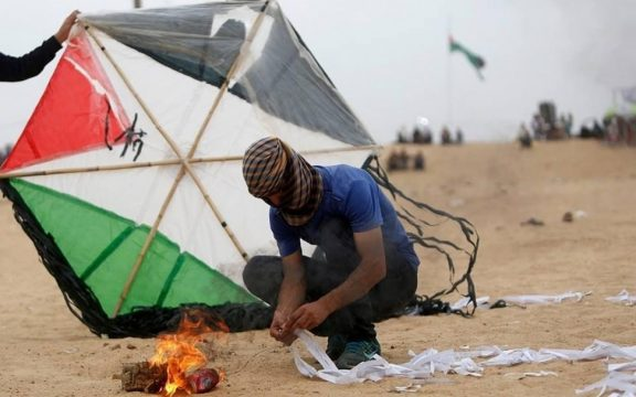 Warga Gaza Kirim Layang-layang Api ke Israel