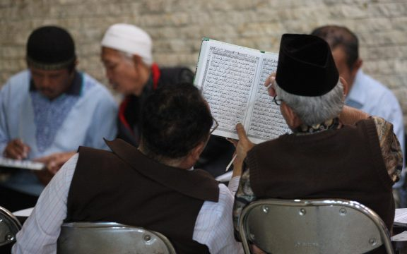 Kisah Abu Yusuf yang Tetap Mengaji Walau Putranya Meninggal Dunia