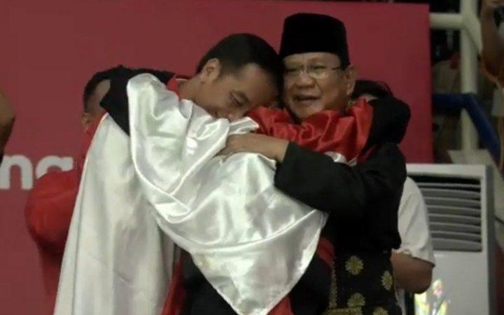 Pesilat Hanifan Yudani Memeluk Prabowo dan Jokowi Usai Rengkuh Emas Asian Games 2018
