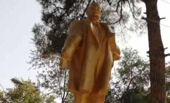 Heboh Ulama Tajikistan Gunakan Uang Sedekah Untuk Kembalikan Patung Lenin
