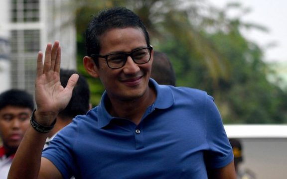 Cara Wudhu Sandiaga Uno dan Politik Identitas yang Un-Faedah