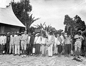 Ulama Versus Penghulu Agama di Era Kolonial
