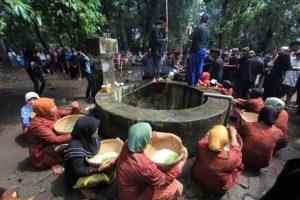 Bukan Baca Barzanji, Tradisi Maulidan di Keraton Cirebon dengan Panjang Jimat