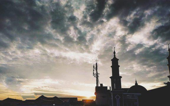 Bolehkah Membangun Rumah dan Kuburan di Masjid?