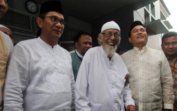 Siapa yang Diuntungkan atas Bebasnya Abu Bakar Ba'asyir?