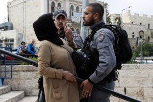 Karena Melawan Perempuan Palestina Dilarang Masuk ke Masjid Al-Aqsha