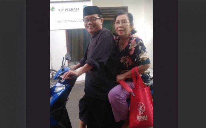 Amalkan Toleransi, Pria Muslim Ini Antarkan Seorang Nenek ke Gereja dengan Motornya