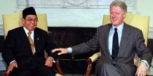 Humor Gus Dur: Pesiden Amerika Bingung dengan Presiden Indonesia