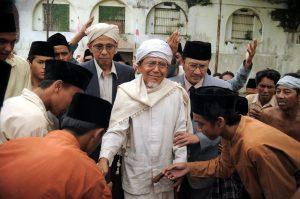 Ternyata, Mencium Tangan Ulama Ada dalam Islam dan Memberi Keberkahan