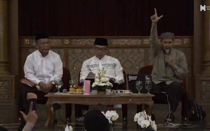 Ayat Al-Quran yang Dilupakan Ustadz Rahmat Baequni Ketika Bicara Iluminati di Masjid Al Safar