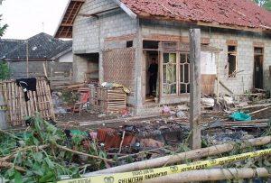 Kisah Warga Ahmadiyah: Masjid Kami Dibakar, Rumah Kami Dirusak, Hanya Karena Kami Ahmadiyah