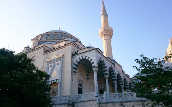 Beberapa Cara Memakmurkan Masjid?