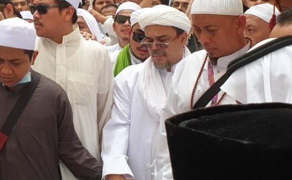 Doa, Syariat dan Adab: Kontroversi Habib Rizieq di Pemakaman Mbah Moen