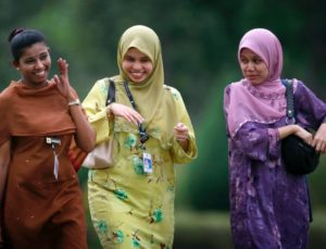 Ceritaku di Malaysia: Jilbab, Kota dan Zakir Naik Bagi Masyarakat Jiran (Bag-2)