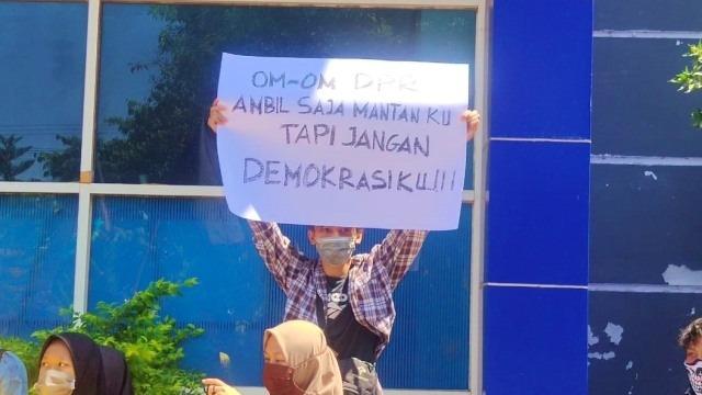 Jokowi dan Kepentingan Oligarki dalam Serangkaian Revisi Undang-Undang