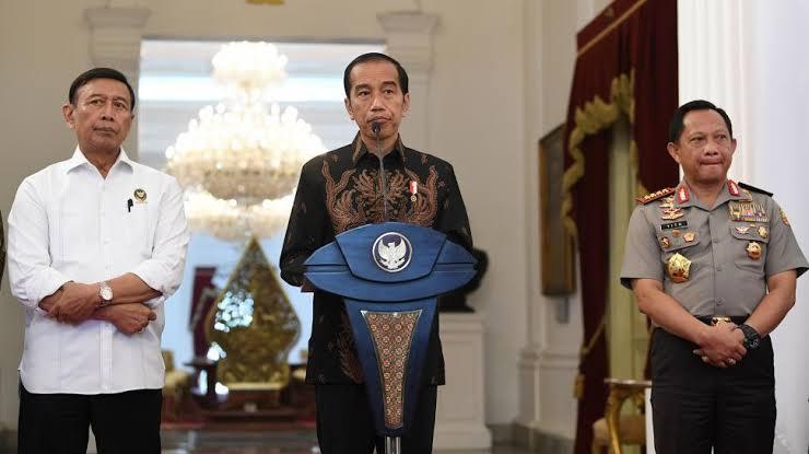 Ganti Pembantu Lama, Jokowi Umumkan Menteri Baru