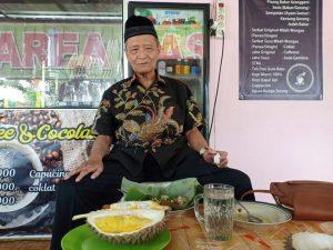 Inspirasi Buya Syafii Maarif Menikmati Durian di Usia ke-84 Tahun
