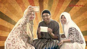 Ketika Ustadz Muda Melarang Perempuan Selfie, Unggah Foto di Media Sosial = Memandang Rendah Perempuan