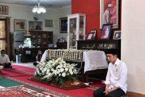 OBITUARI: Sujiatmi dan Cinta Jokowi yang Tak Bertepi